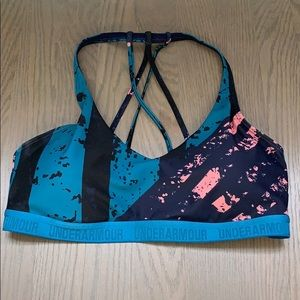 EUC Under Armour sports bra size M